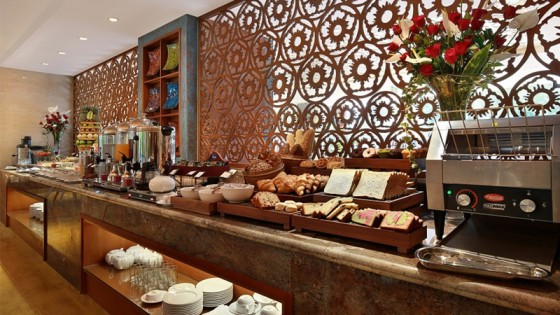 Yonne Café & Bar